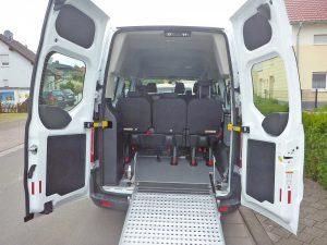 Ford Custom 9-Sitzer oder 3 Rollstühle