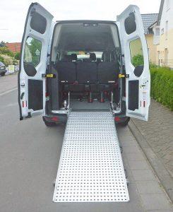 Ford Custom Langversion 9-Sitzer oder 3 Rollstühle